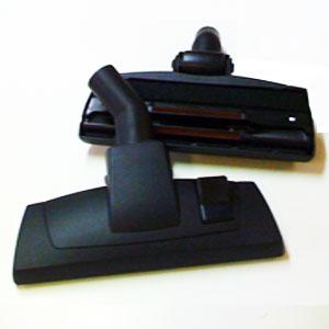 Brosse combinée à roulette centrale